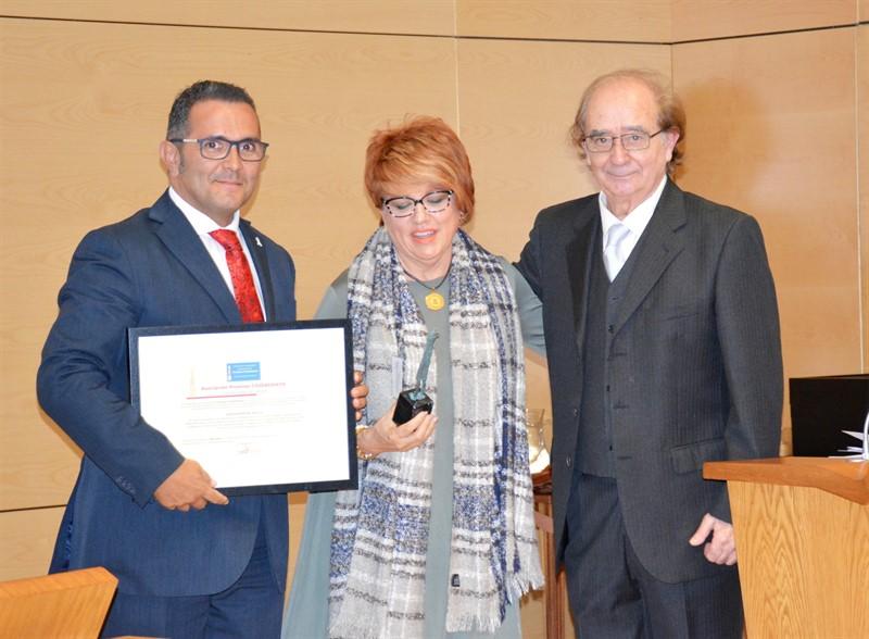 86332e9a99872 La Diputación recibe el premio Ciudadanos por su trayectoria en ...